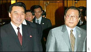 North Koreas chief negotiator Kim Ryong-song (l) and South Korea's Unification Minister Jeong Se-hyon
