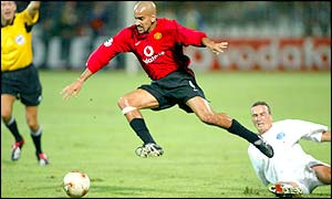 Juan Veron maintains possession for the visitors as Zalaegerszeg work hard to frustrate Utd