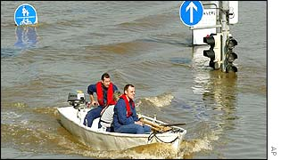 People travel by boat through Dresden