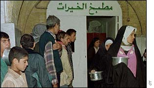 Iraqis queue for food
