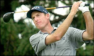 A round of 68 sees Jim Furyk lead in the clubhouse at the end of the first round