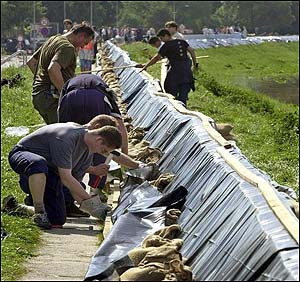 Building flood defences in Magdeburg (AFP)