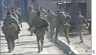 British paras return to base after patrolling Kabul