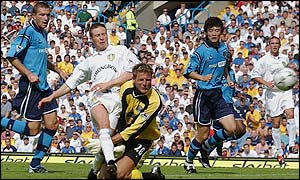 Nick Barmby scores Leeds' first goal