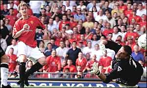 Manchester United striker Ole Gunnar Solskjaer scores the winner