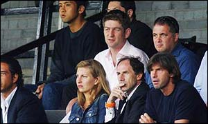 Baresi watching a Fulham game with Junichi Inamoto