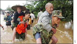 File photo: Flood rescue in China's Guangxi Zhuang region.
