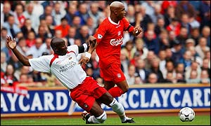 Liverpool's El-Hadji Diouf moves away from Southampton's Paul Williams