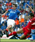 Barry Ferguson dodges a tackle by Derek Young
