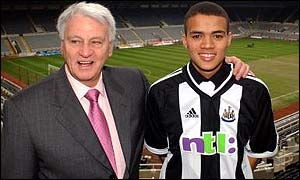 Newcastle manager Bobby Robson with �5m signing Jermaine Jenas