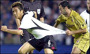 Leonardo Colucci struggles to keep up with Fulham's Junichi Inamoto (left)