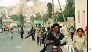Ethiopians flee an attack in 1998