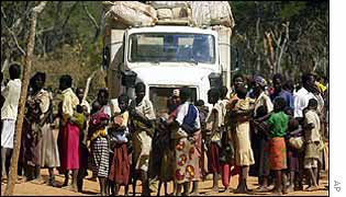 Angolans surround aid lorry