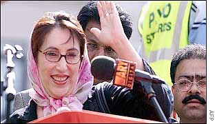 Benazir Bhutto addresses party faithful at Trafakgar Square in August 2002