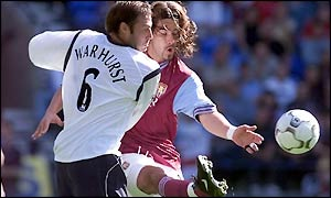 Paul Warhurst and Juan Pablo Angel do battle