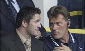 Tottenham boss Glenn Hoddle (right) talks to new signing Robbie Keane