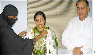 Mukhtar Mai presenting her lawyers with garlands of currency notes