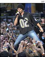 Enrique Iglesias in Times Square