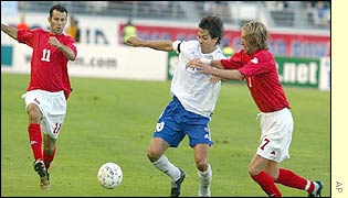 Ryan Giggs and Robbie Savage challenge Jari Litmanen