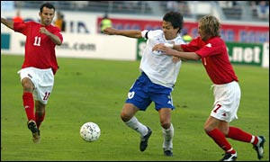 Wales' Ryan Giggs (left) and Robbie Savage close down Finland's Jari Litmanen