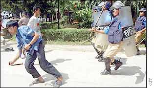 Riot police chasing Buet students in Dhaka