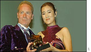 Peter Mullan receives his award from Gong Li