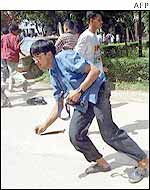 Buet students battling policemen on the campus