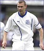Everton striker Duncan Ferguson in action