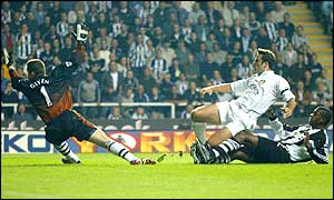 Mark Viduka puts Leeds into the lead after just four minutes, and a stunning Alan Smith strike late on secures victory
