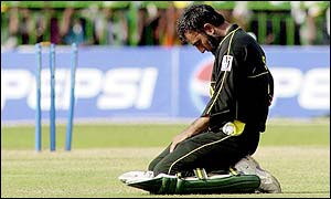Saeed Anwar looks on in despair as another Pakistan wicket falls