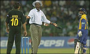 A row erupts between Pakistan bowler Shahid Afridi and  Sri Lanka batsman Aravinda de Silva