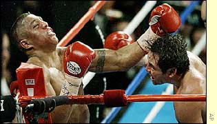 De la Hoya (right) rocks Fernando Vargas with a left hook