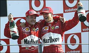Barrichello y Michael Schumacher en el podio
