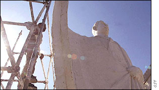 Statue of Saddam Hussein going up in Baghdad