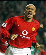 Juan Sebastian Veron is on target for Manchester United