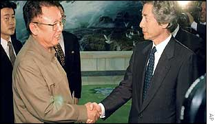 Kim Jong-il (left) and Junichiro Koizumi shake hands after their meeting this week