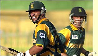 Jacques Kallis and Boeta Dippenaar run a single during South Africa's innings of 316