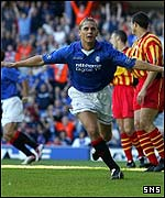 Peter Lovenkrands celebrates his goal