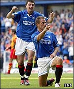 Ronald de Boer celebrates his first goal