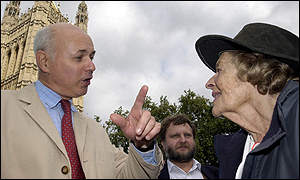 Iain Duncan Smith meets hunt protester