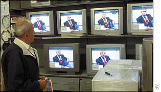 Zagreb resident watches Milosevic trial on TV