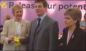Gordon Guthrie with Roseanna Cunningham (left) and Nicola Sturgeon (right)