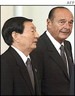 French President Jacques Chirac [r] with Chinese Prime Minister Zhu Rongji