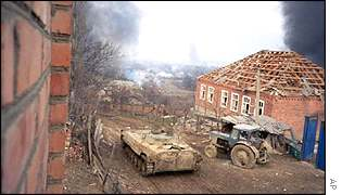 Russian tank fires in Chechen village