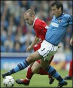 Manchester City's Niclas Jensen gets the better of Danny Murphy of Liverpool