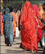 Women on their way to temple in Jaipur