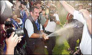 Sam Torrance sprays photographers with champagne