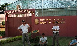 Prison guards relax outside the death chamber of the National Penitentiary at Muntinlupa