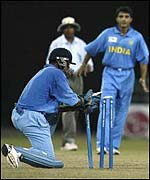 Dravid attempts a run out against Zimbabwe