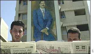 Iraqi's read newspapers in Baghdad